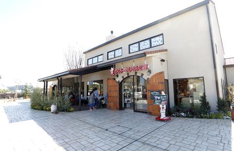 大自然に囲まれた<br /> 広々とした郊外型大型店舗!