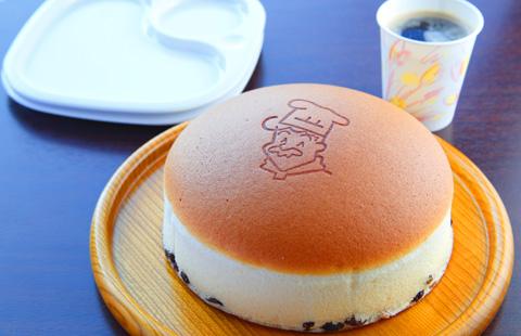 超焼きたてチーズケーキと<br /> 超焼きたてパンがお召し上がりいただけます。